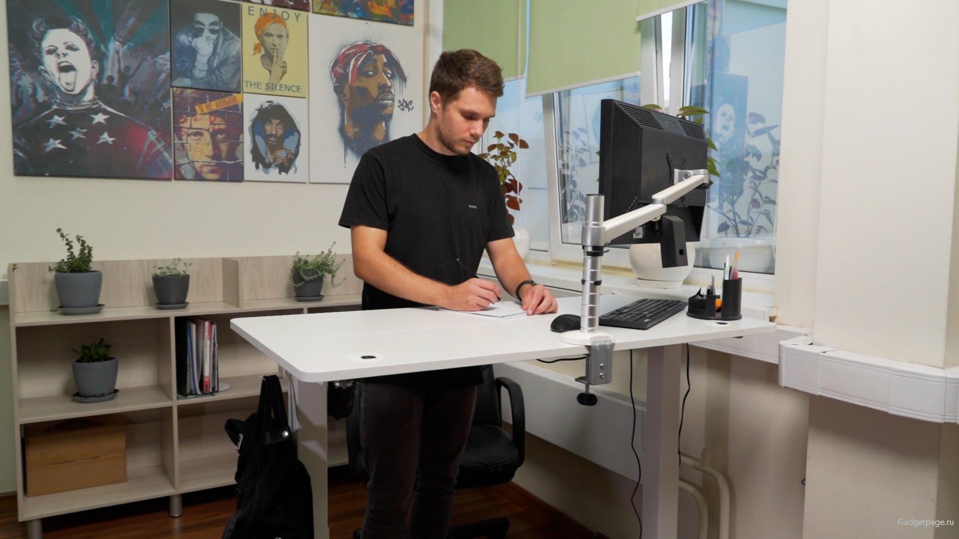 Стол с регулируемой высотой столешницы от Ritmix: мастхэв для офиса и геймеров